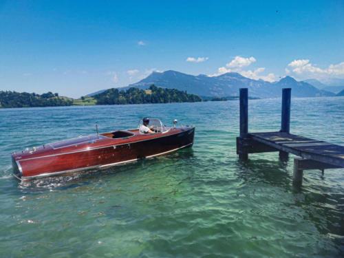 Chris Craft 1939 on Lake Lucerne